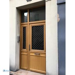 After-porte d'immeuble